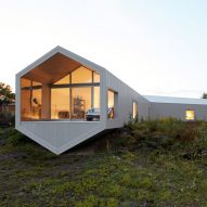 Reddymade and Ai Weiwei add hexagonal extension to Salt Point home