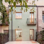 SAU Taller d'Arquitectura opens up narrow interior during Spanish home renovation