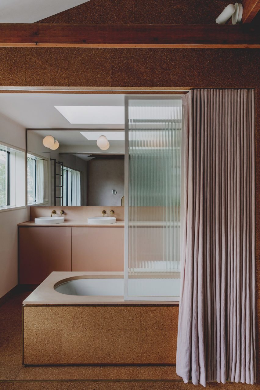 Pastel colours and cork tiles in the bathroom