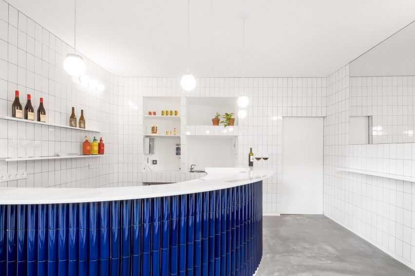 A bar featuring white and blue tiles from the Tiles of Spain Awards