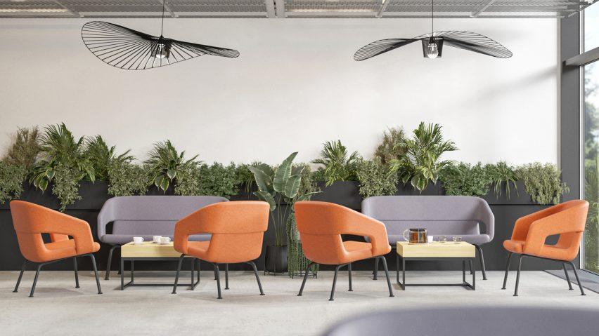 Сиденья Narbutas с низкой спинкой оранжевого и фиолетового цветов в непринужденной обстановке кафе