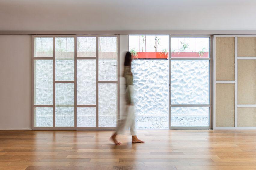 Yoga house conversion by Superlimão