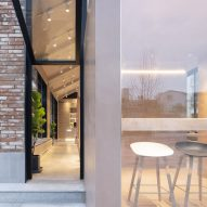 1042 coffee shop by BLUE Architecture Studio