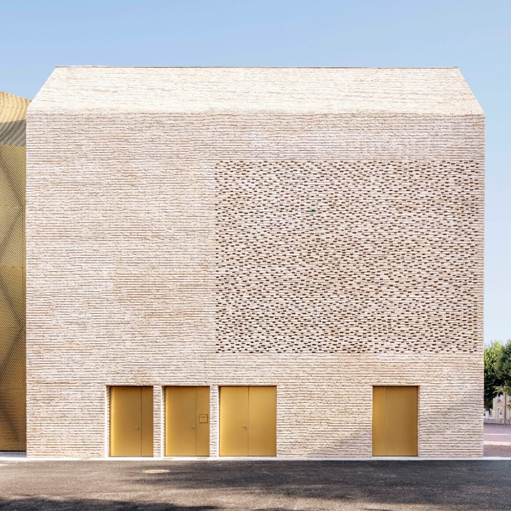 Cinema Le Grand Palais by Antonio Virga Architecte