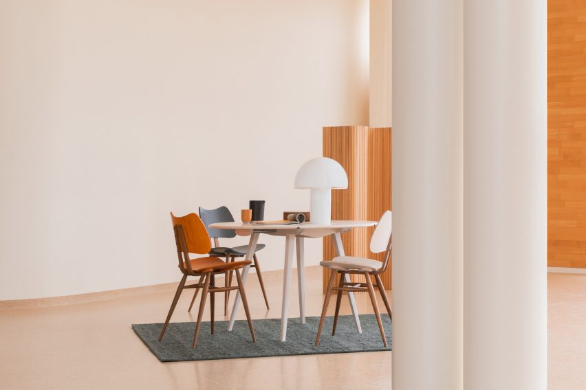 Desk setup with wooden chairs lacquered in red and blue