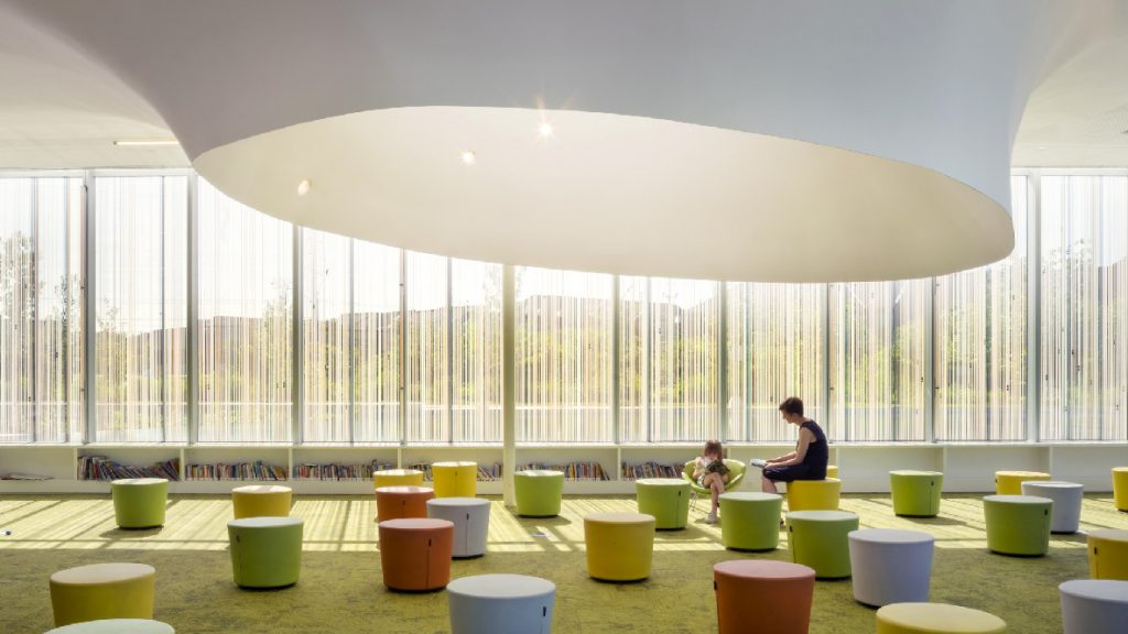 Woman and child, Springdale Library, Brampton Canada, RDHA Architects by Nic Lehoux