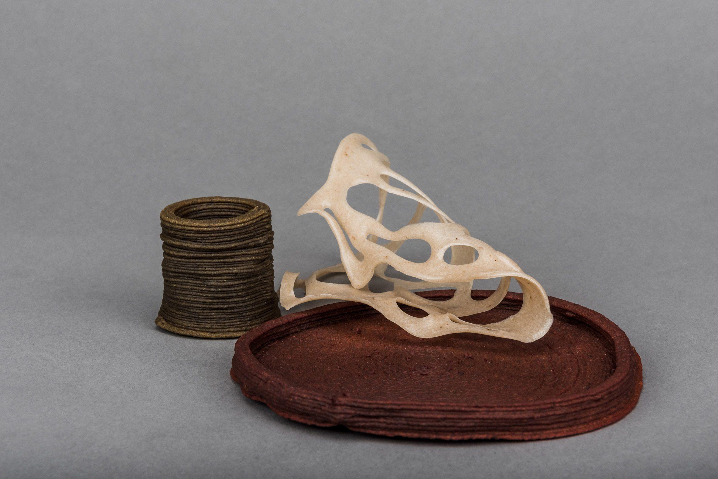 Taza, plato y escultura de la colección Wastewear