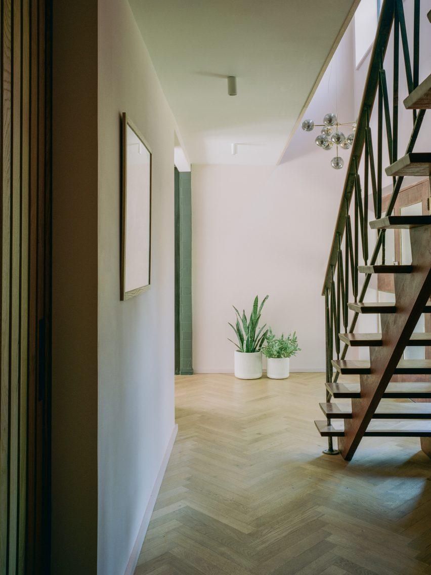 Прихожая дома Бава от Alter & Company