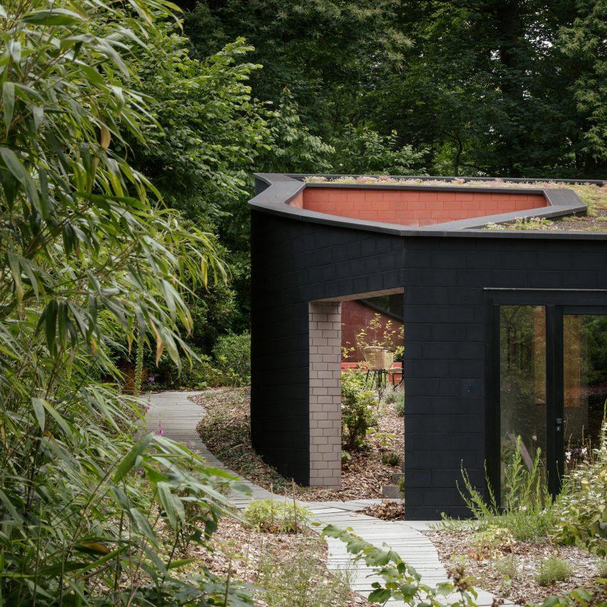 Bazel brick house by Bovenbouw Architectuur