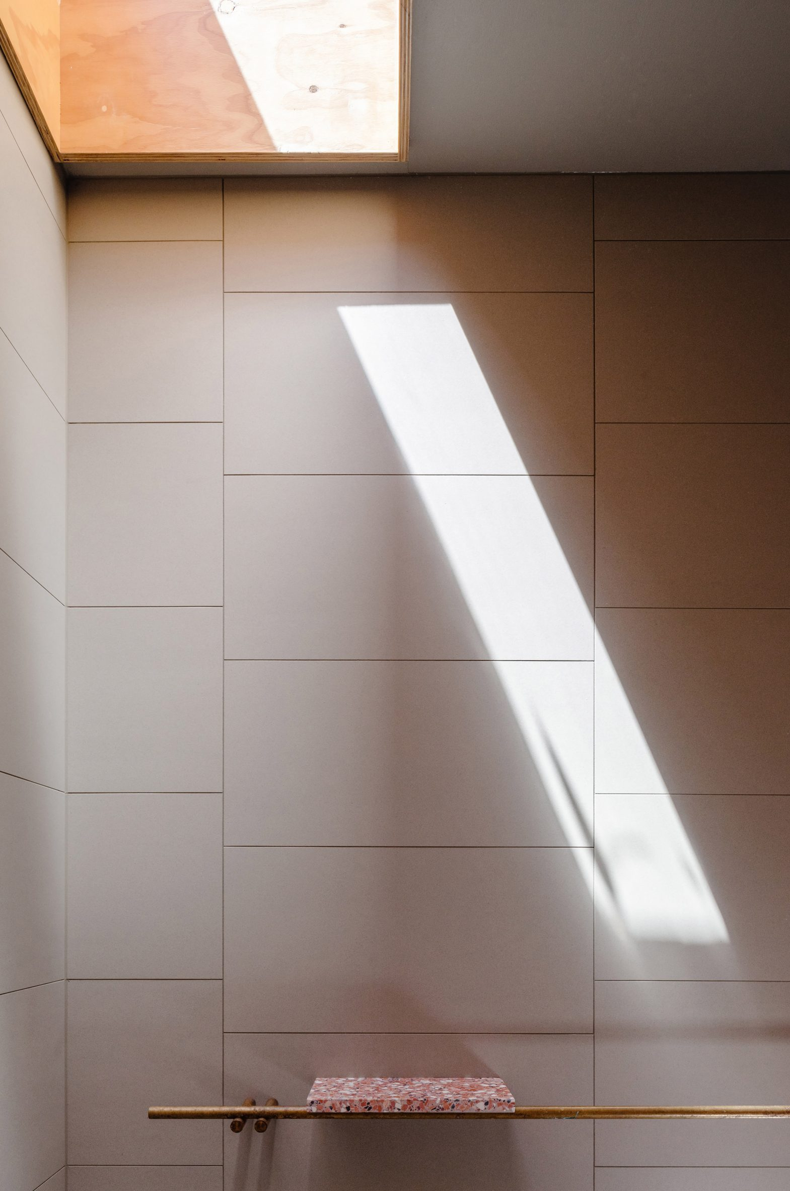 Minimal interiors in the shower room