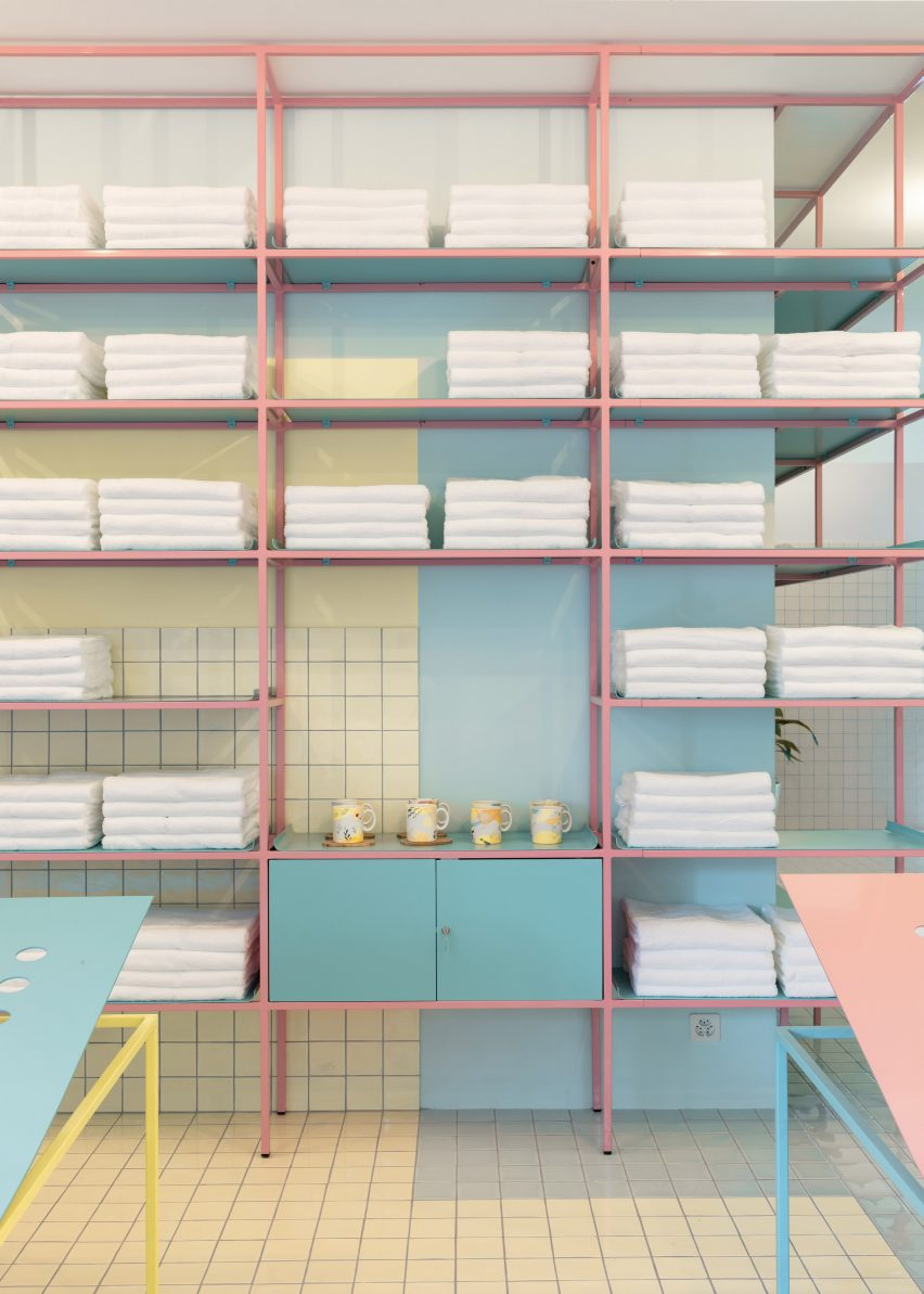 Pink and baby blue shelving system in Origin Spa Geneva