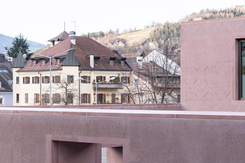 The concrete exterior of an Italian music school