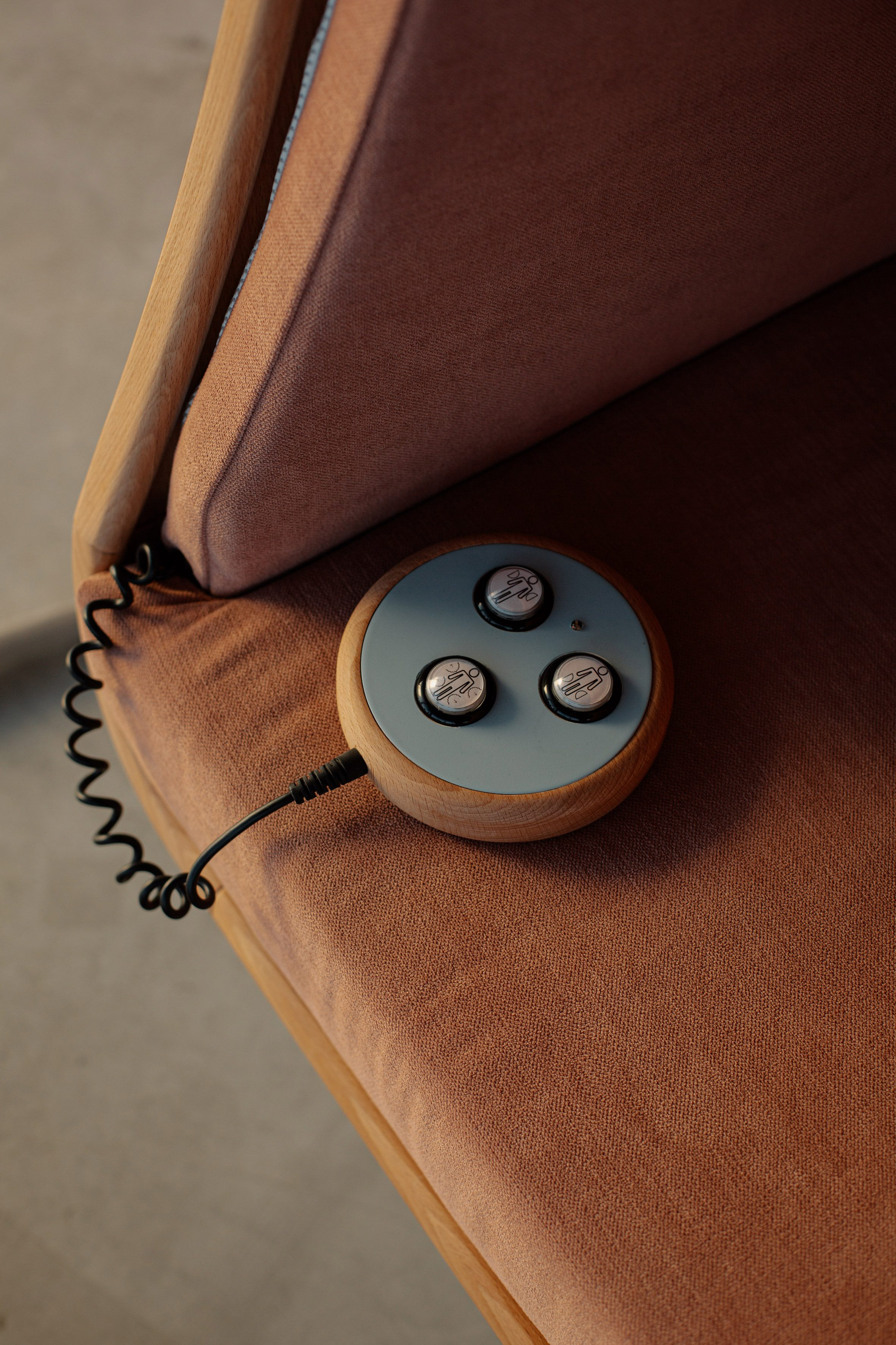 Remote control of Oto hugging chair