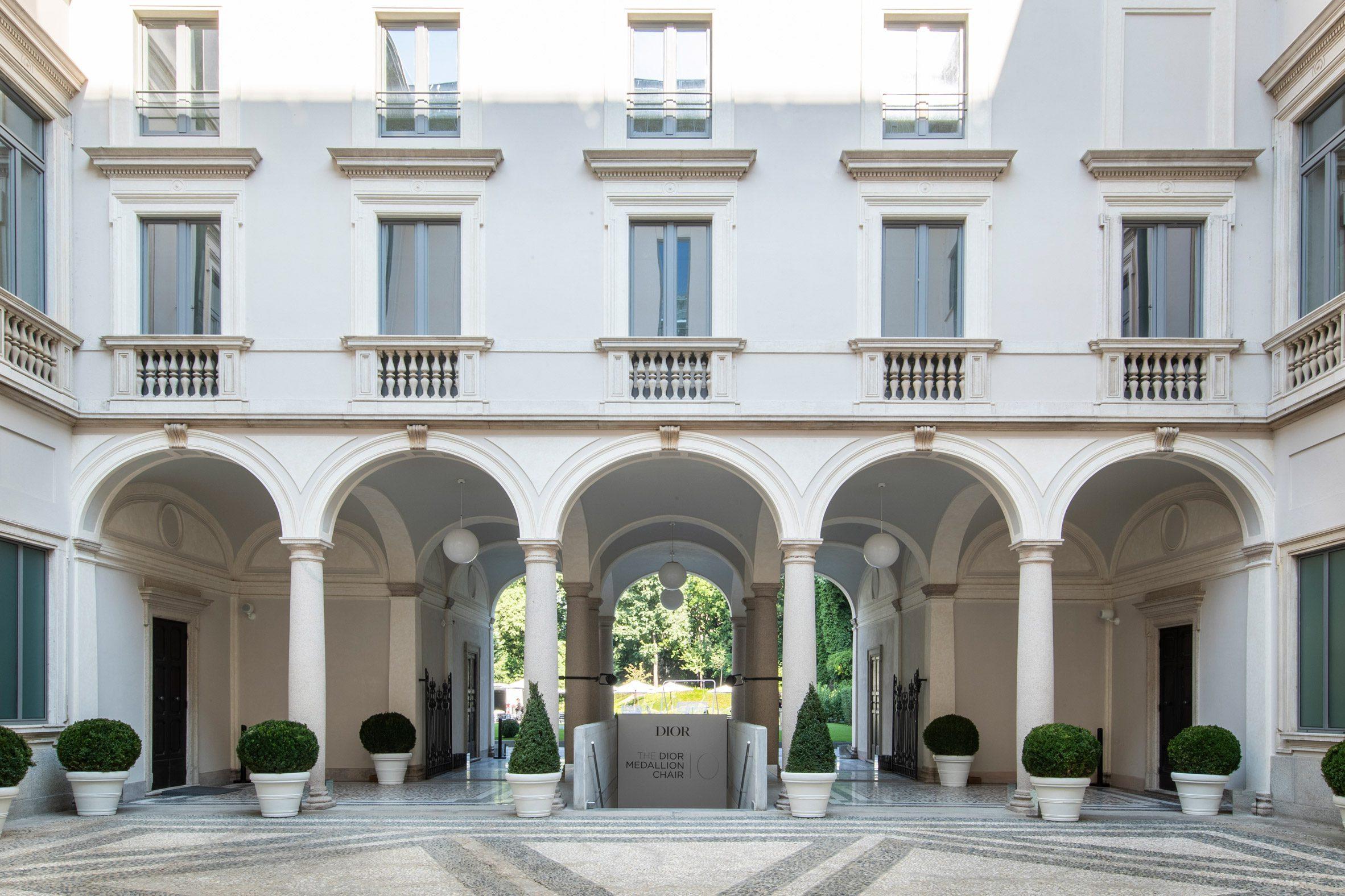Медальон Dior в Палаццо Читтерио в Милане