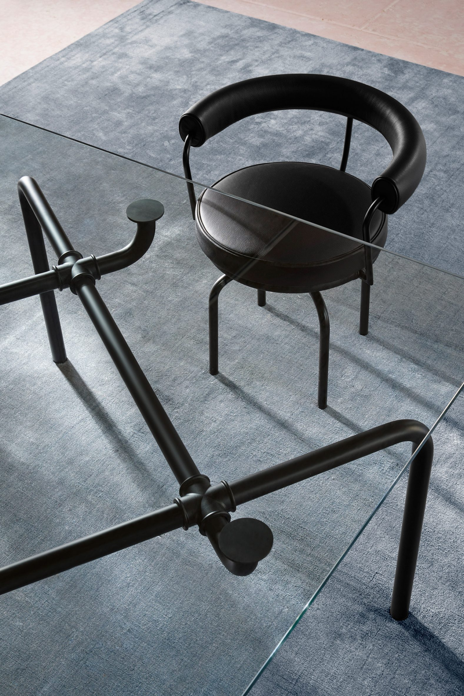The Edison table with black-painted steel legs