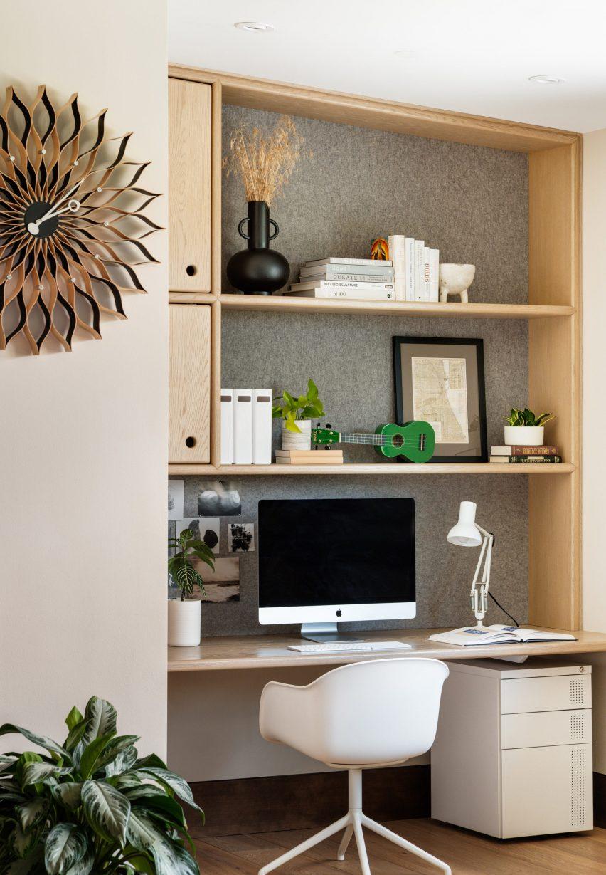 Desk and bookshelf in Living room in Flatirons Residence by Tumu Studio
