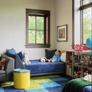Kids bedroom in Living room in Flatirons Residence by Tumu Studio