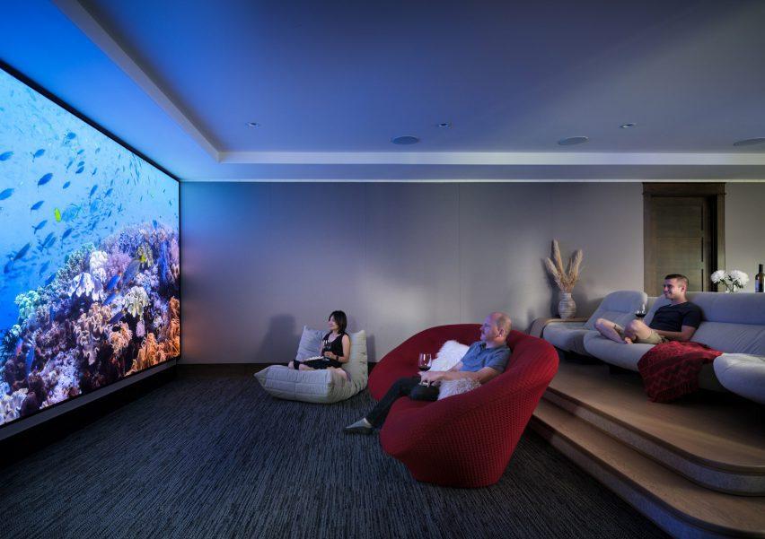 Media room in Living room in Flatirons Residence by Tumu Studio