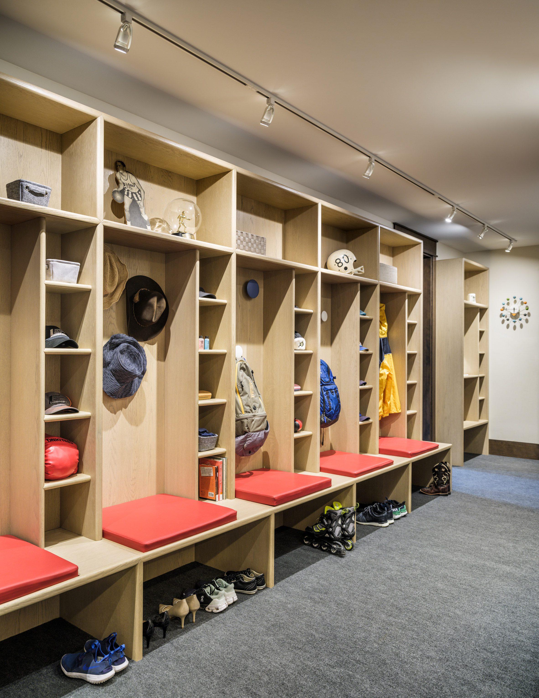 Boot room in Living room in Flatirons Residence by Tumu Studio