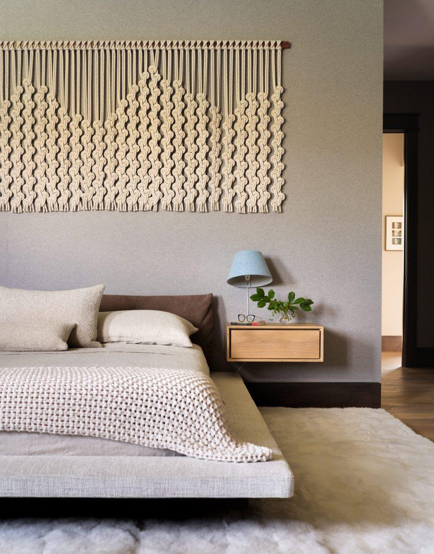 Bedroom in Flatirons Residence by Tumu Studio