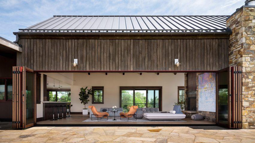 Facade of Living room in Flatirons Residence by Tumu Studio