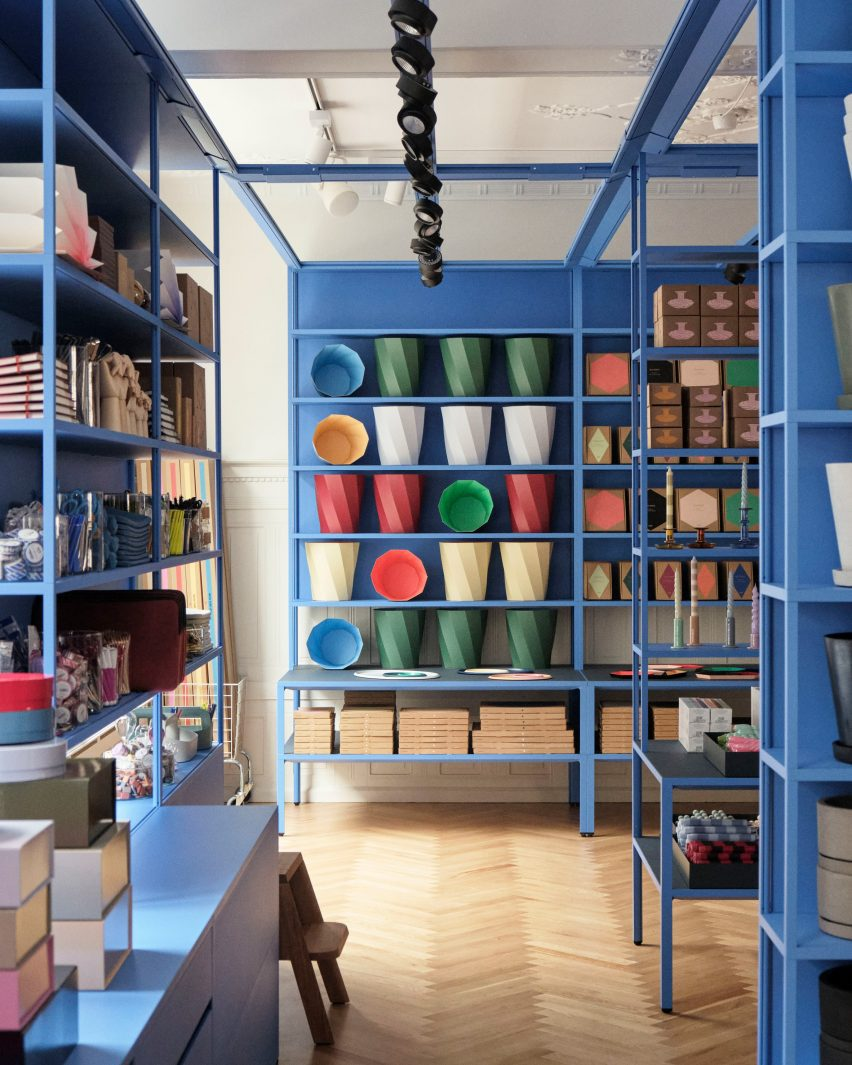 The shelves of Stefan Diez in Hay House