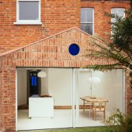 Brick house extension by VATRAA