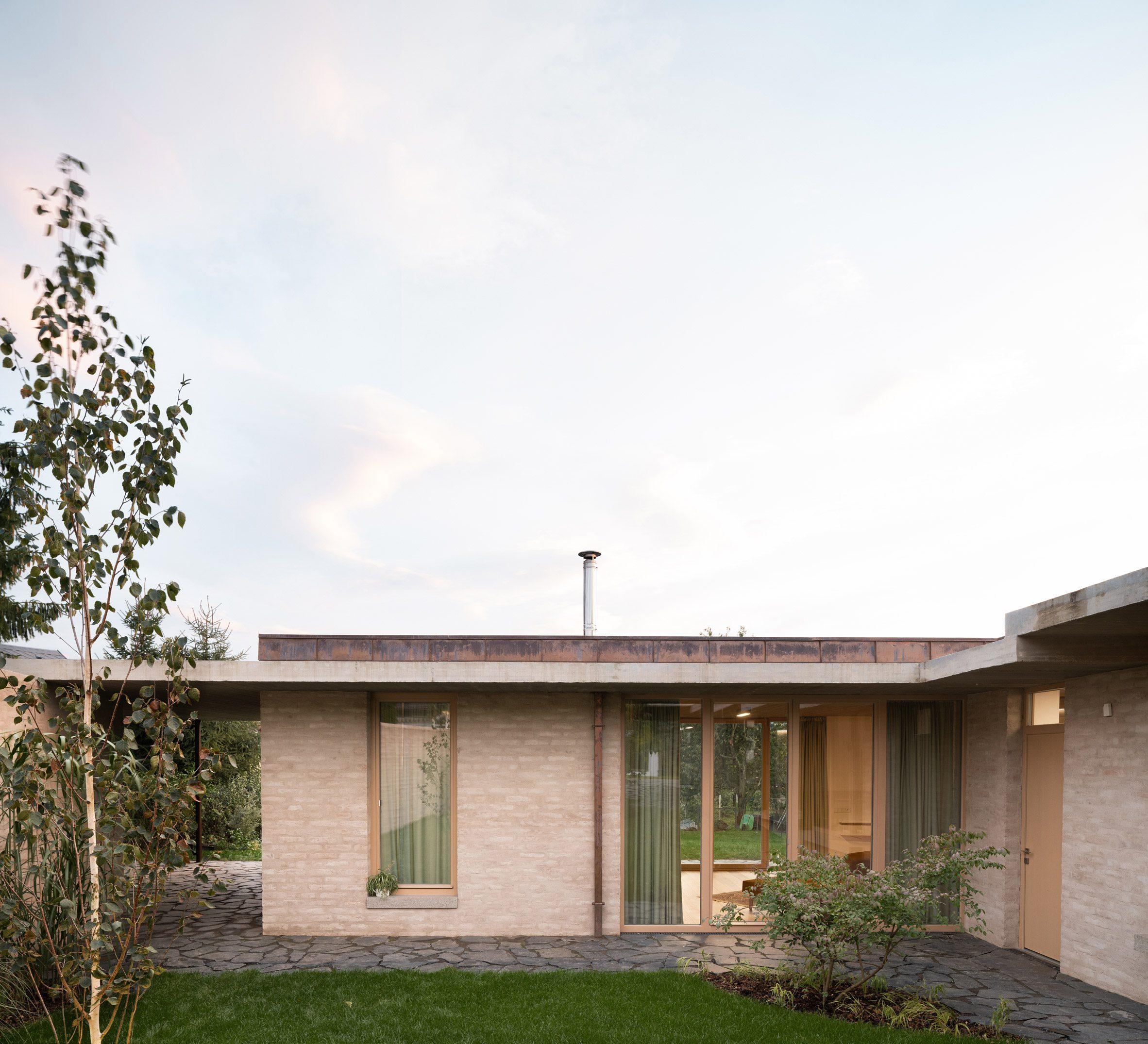 Дом из светлого кирпича в Ланшкроуне