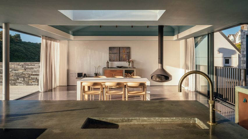 Kitchen with suspended stove