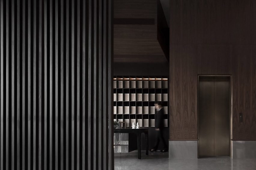 Sui Han San You restaurant interior with wooden screens