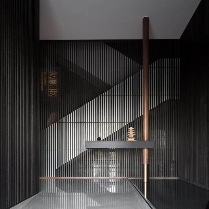 Entrance to Sui Han San You restaurant with slatted wooden screens