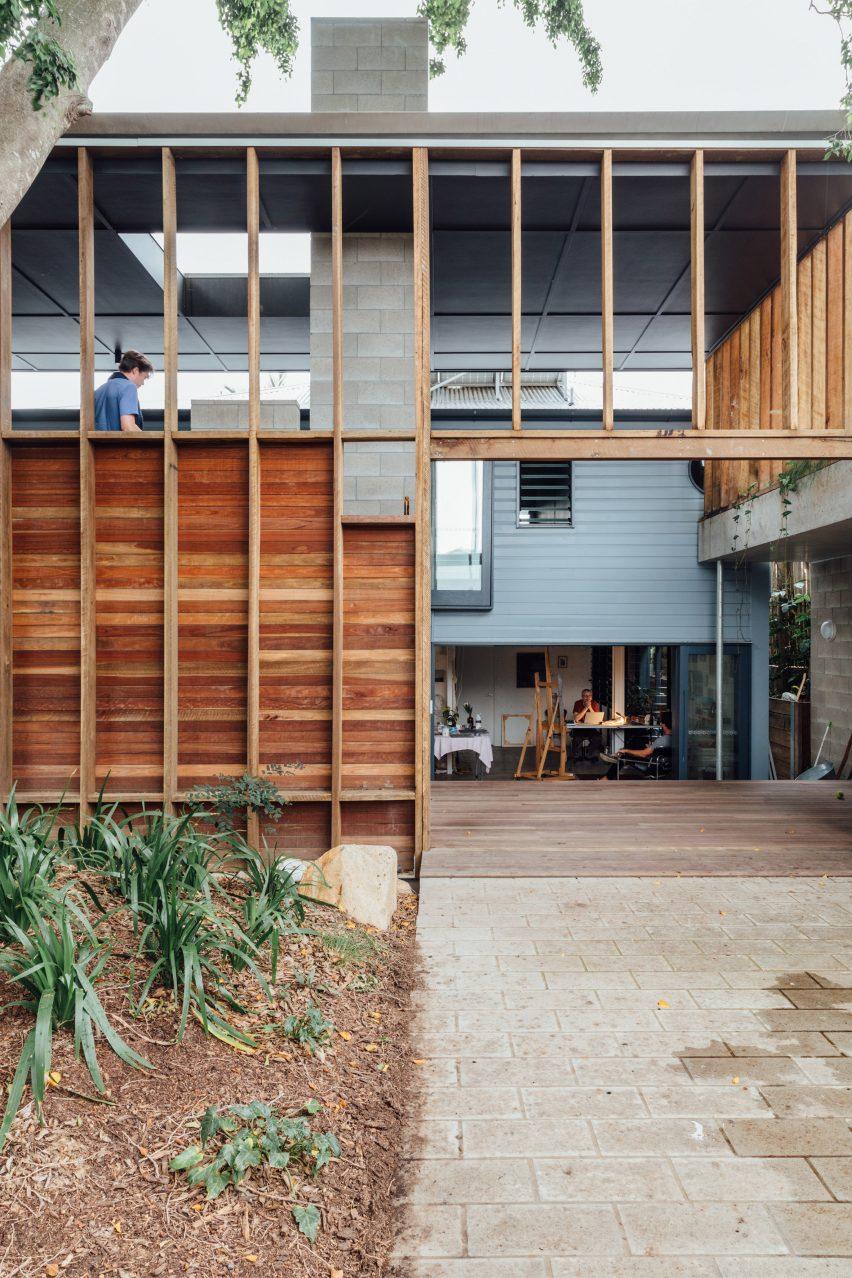 """Home extension alongside """"Queenslander"""" cottage"""