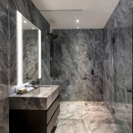 Ten bathrooms that celebrate the variety of veiny marble