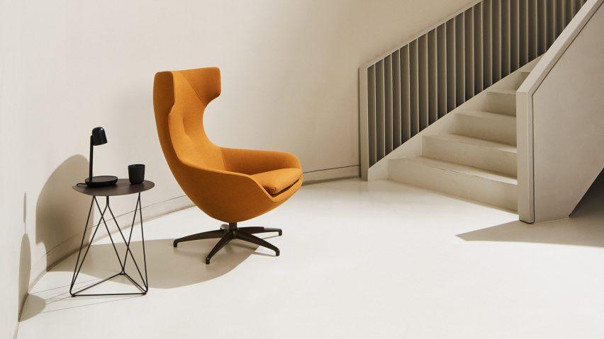 An orange LX662 armchair by Leolux LX