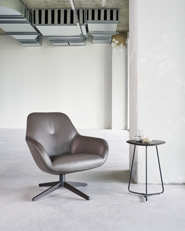 A low-backed LXR03 swivel chair