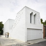 Matt Gibson transforms Melbourne home with courtyards and glazed bridge