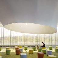 Woman and child, Springdale Library, Brampton Canada, RDHA Architects 2019 by Nic Lehoux Photographie Architecturale