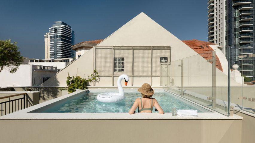 Rooftop plunge pool in Neve Tzedek Patio House by Meirav Galan