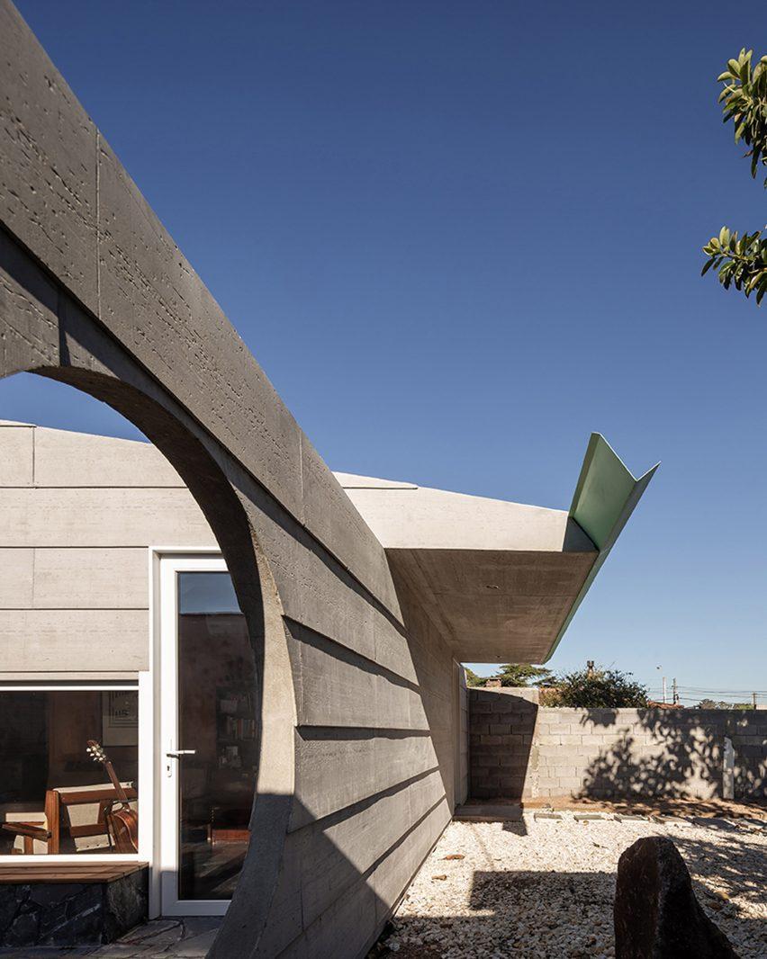 Oedro Livni and Rafael Solano designed the project