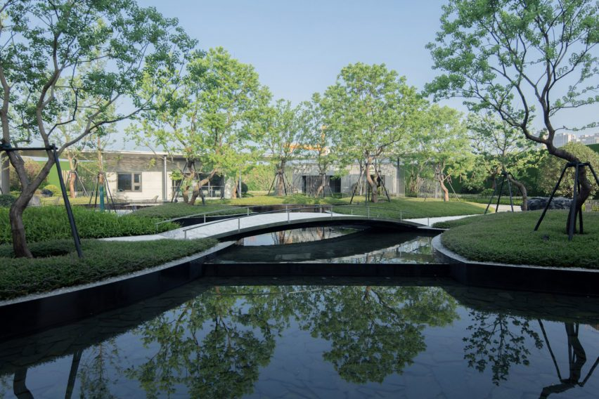 The Sunac Yunyang in Huanan is reminiscent of traditional chinese gardens