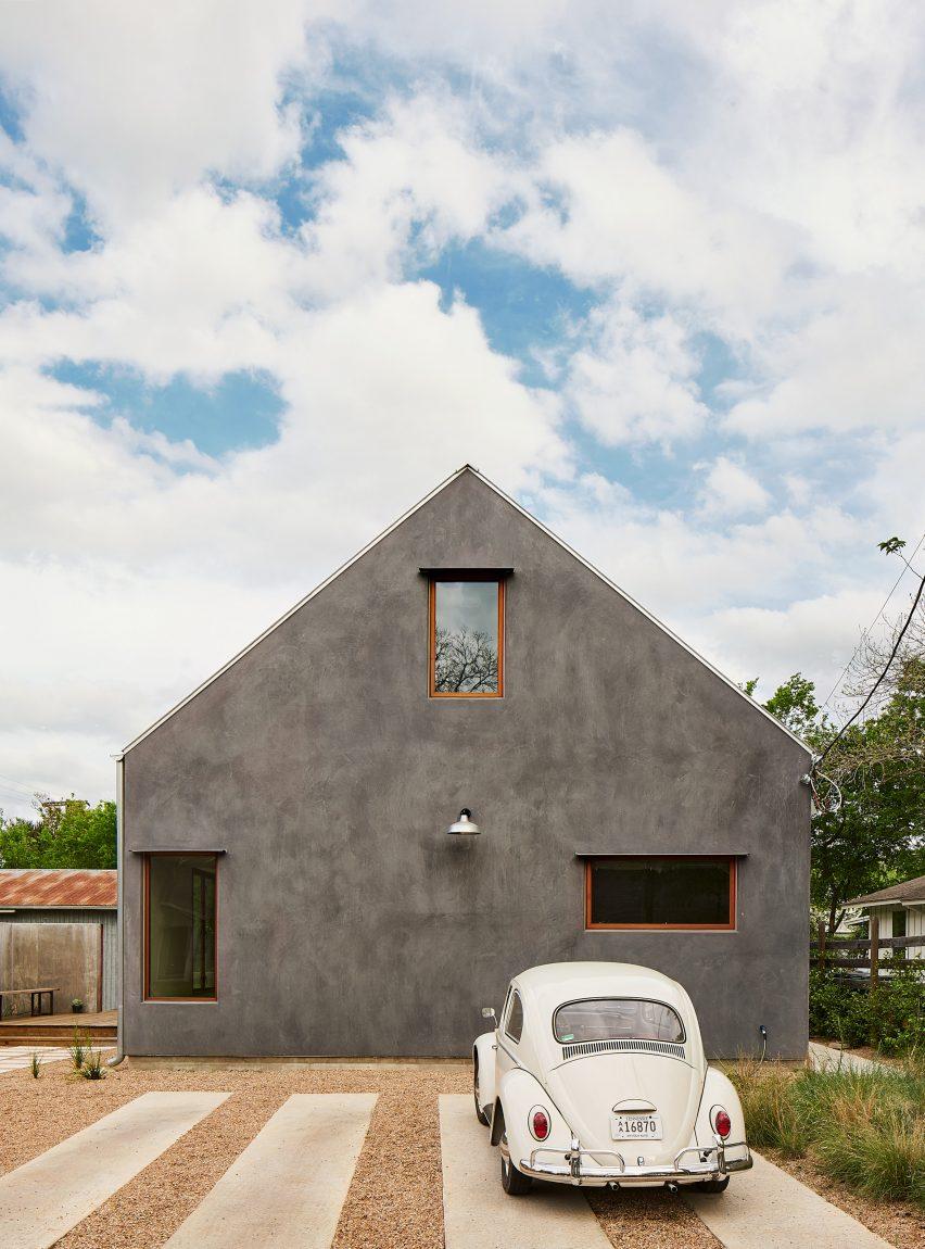 Side Angle Side создала остроконечный дом в Остине.