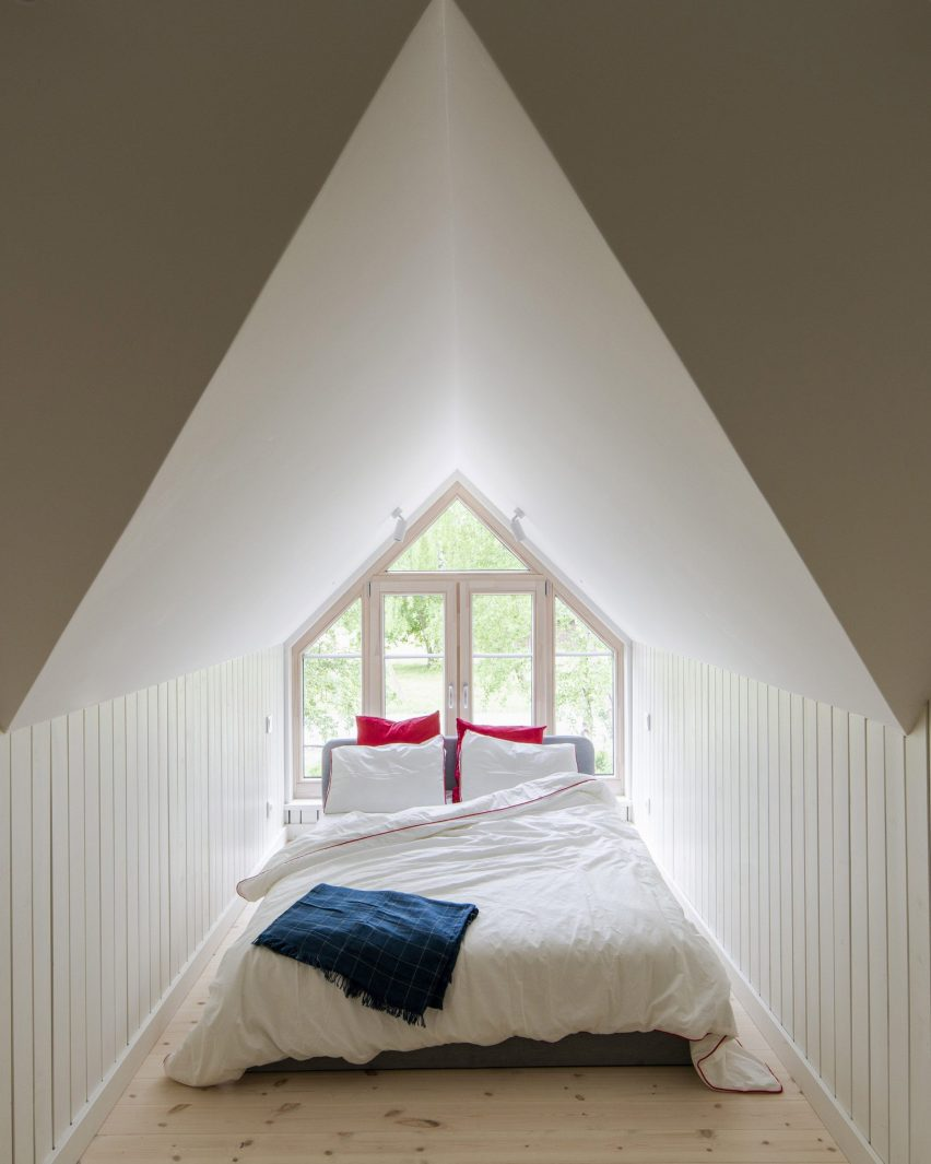 A bed was placed within a dormer of Jūra Spot