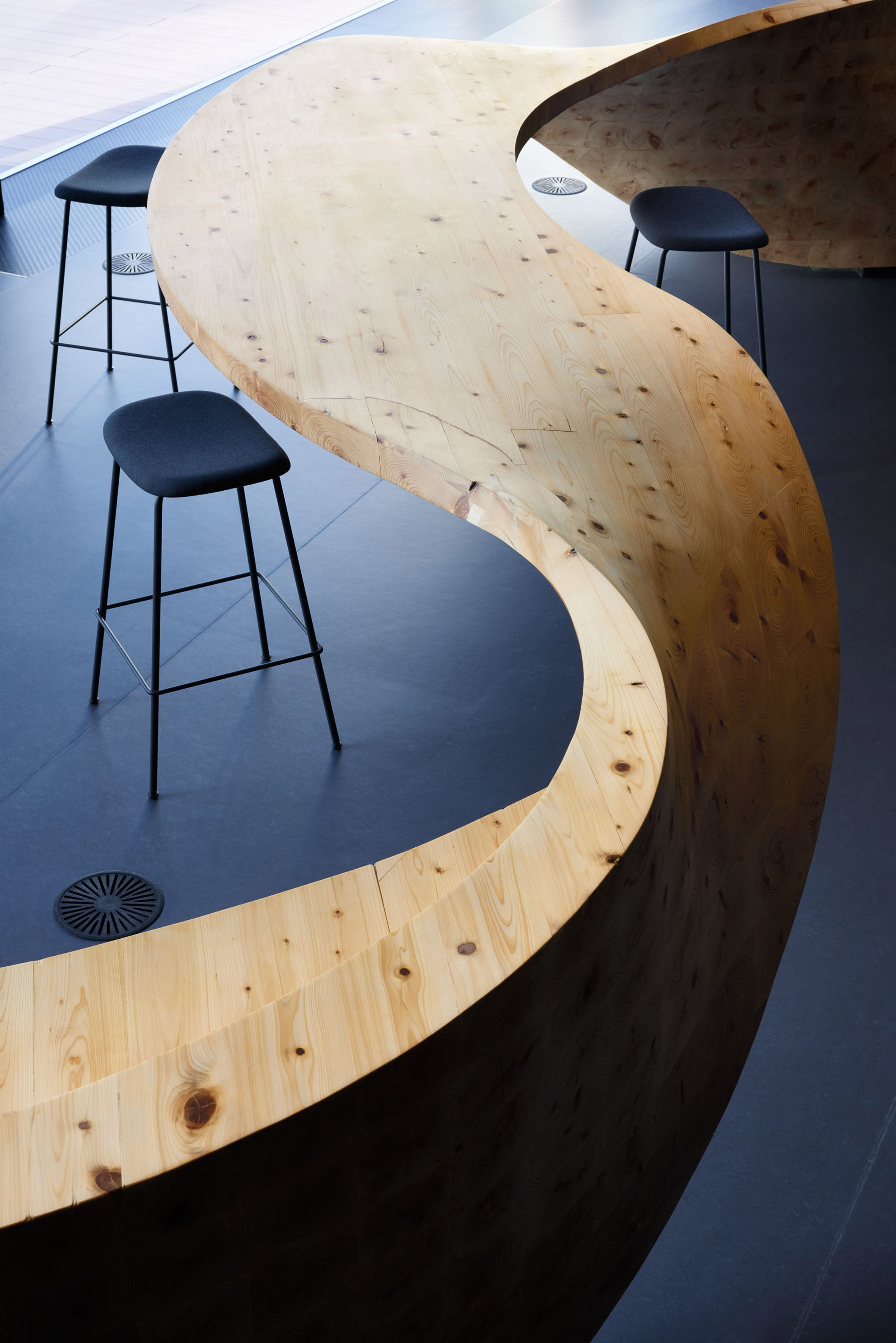Деревянная супер мебель в коворкинге Pangea от Snøhetta для Digital Garage