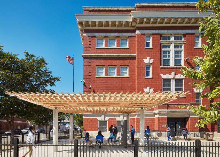 Павильон СПЛАМ архитекторов SOM за пределами кампуса Южного берега EPIC Academy в Чикаго