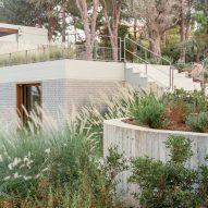 Greek villa by Neiheiser Argyros
