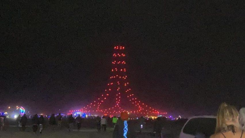 Formasi drone berbentuk lonceng di Burning Man