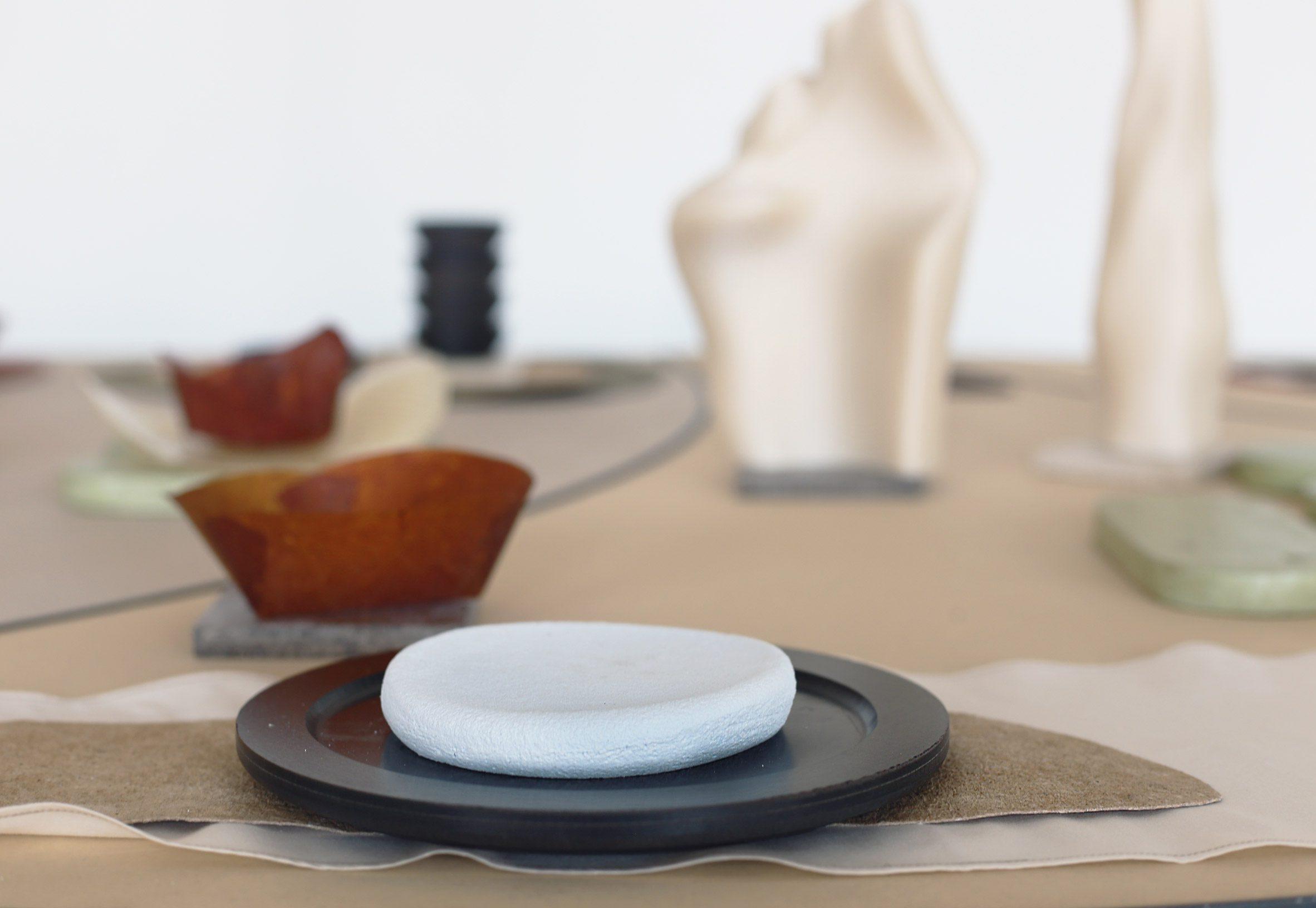 Tableware placed at the Tabula non Rasa installation