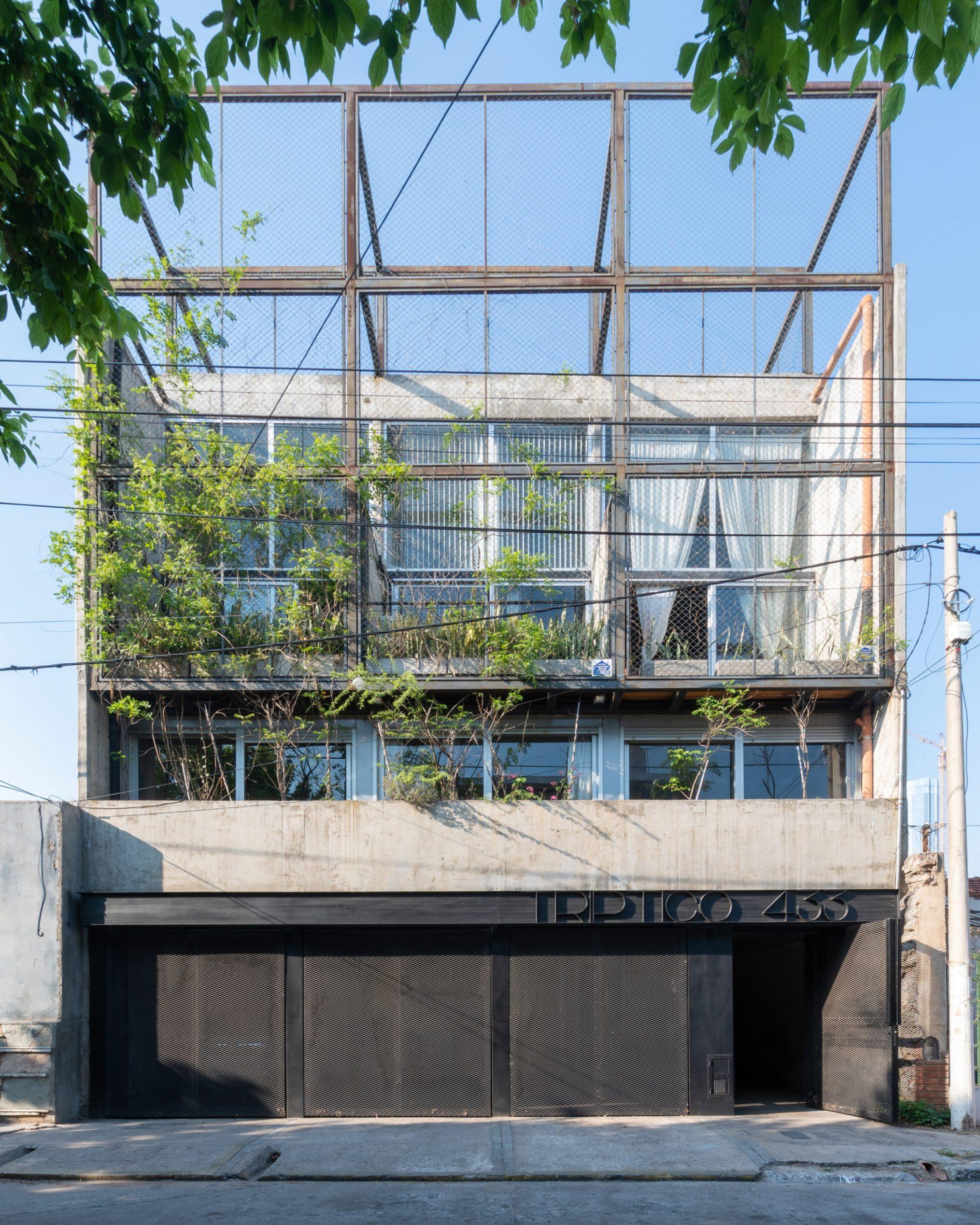 The Tríptico Building has a three-car garage