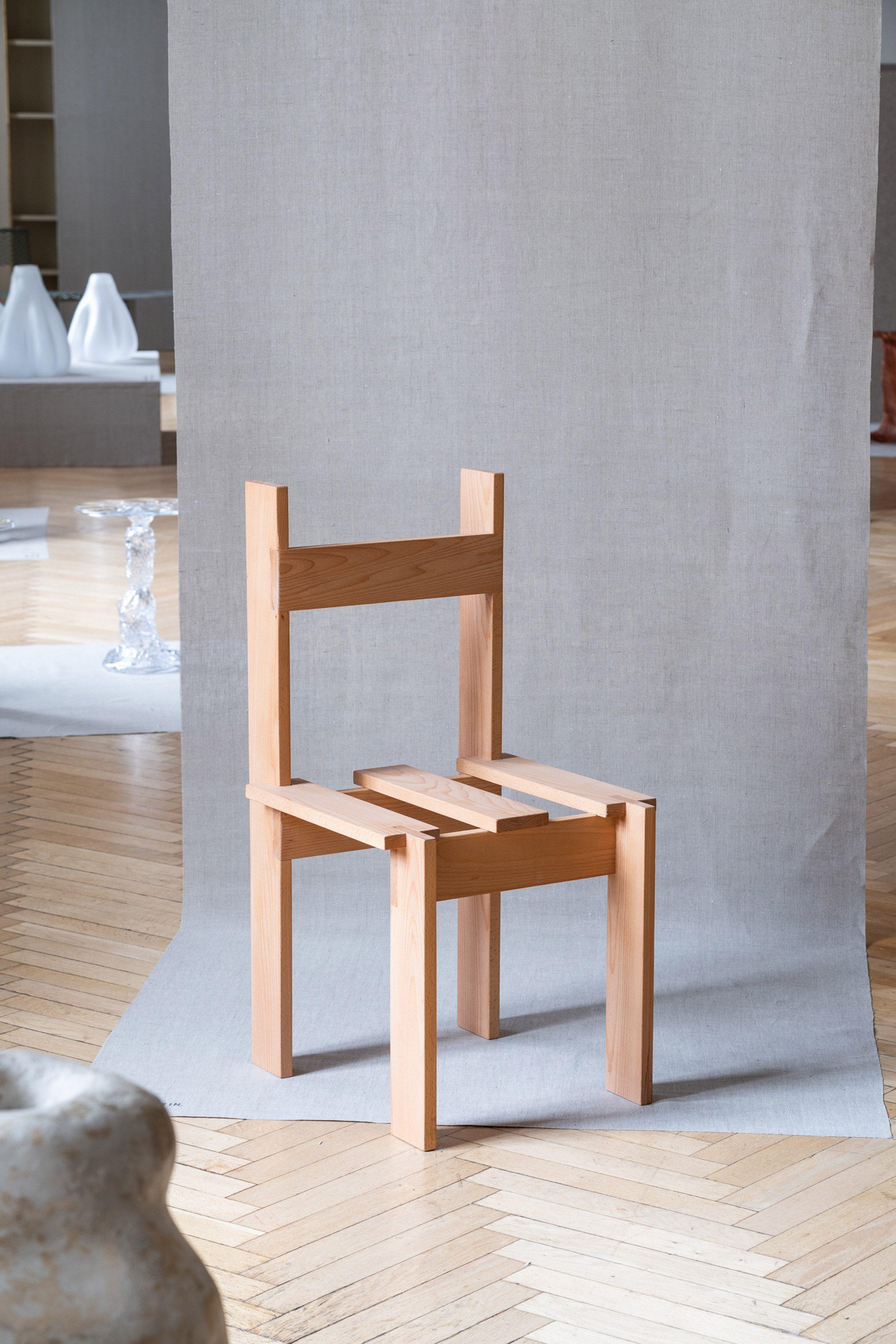 Lath Chair, Ukurant Perspectives