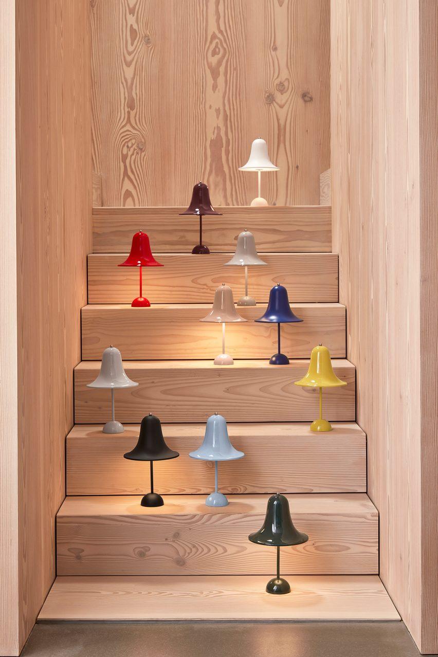 Несколько светильников Pantop на лестнице